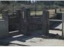 Construcción y colocación de compuertas y mecanismo de izaje.