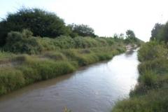 Vista antes de la limpieza de taludes a ambas margenes canal Contrera Lopez 3