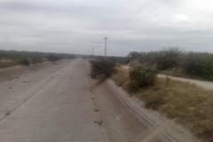 Imagen de canal en sector urbano antes de la limpieza de vegetacion y extraccion de basura