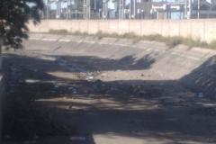 Mantenimiento general del Canal Matriz - Tramo a la altura del cruce con la Av. Belgrano en La Banda antes de la limpieza 2008 1