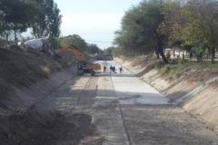trabajos de revestimiento de solera del canal San Martin 3