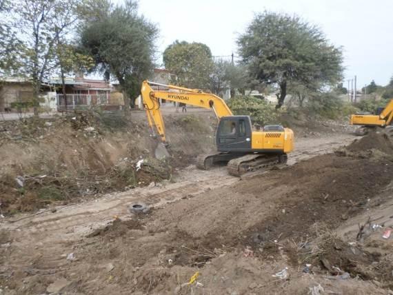 trabajos de revestimiento de solera del canal San Martin 7