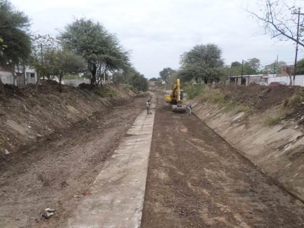 trabajos de revestimiento de solera del canal San Martin 9